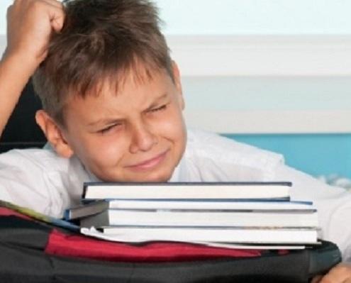 Muitas crianças adoram ver televisão, jogar videogame e mexer no computador. Estes equipamentos podem causar dores de cabeça